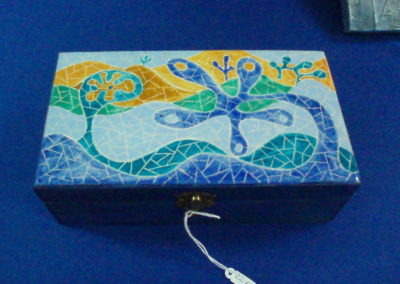 Caja decorada con falso mosaico